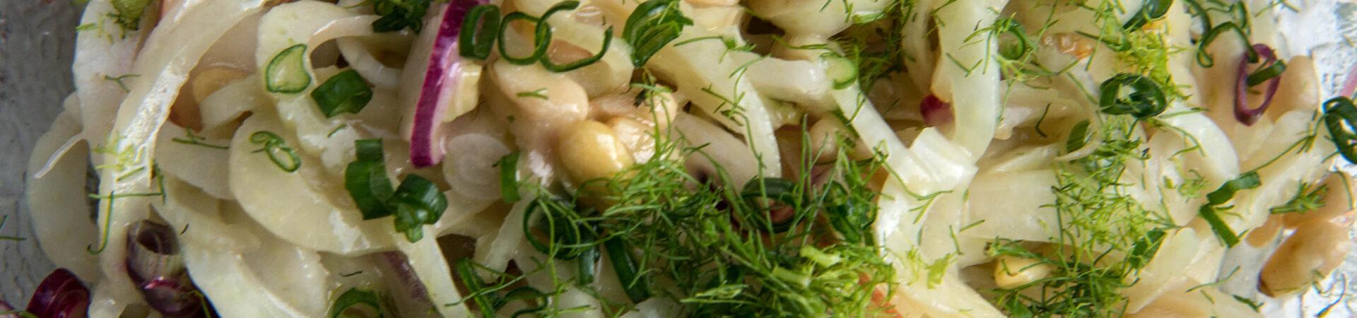 Sommersalat mit Fenchel, Birnen und gebratenen Stückchen von der Putenleber