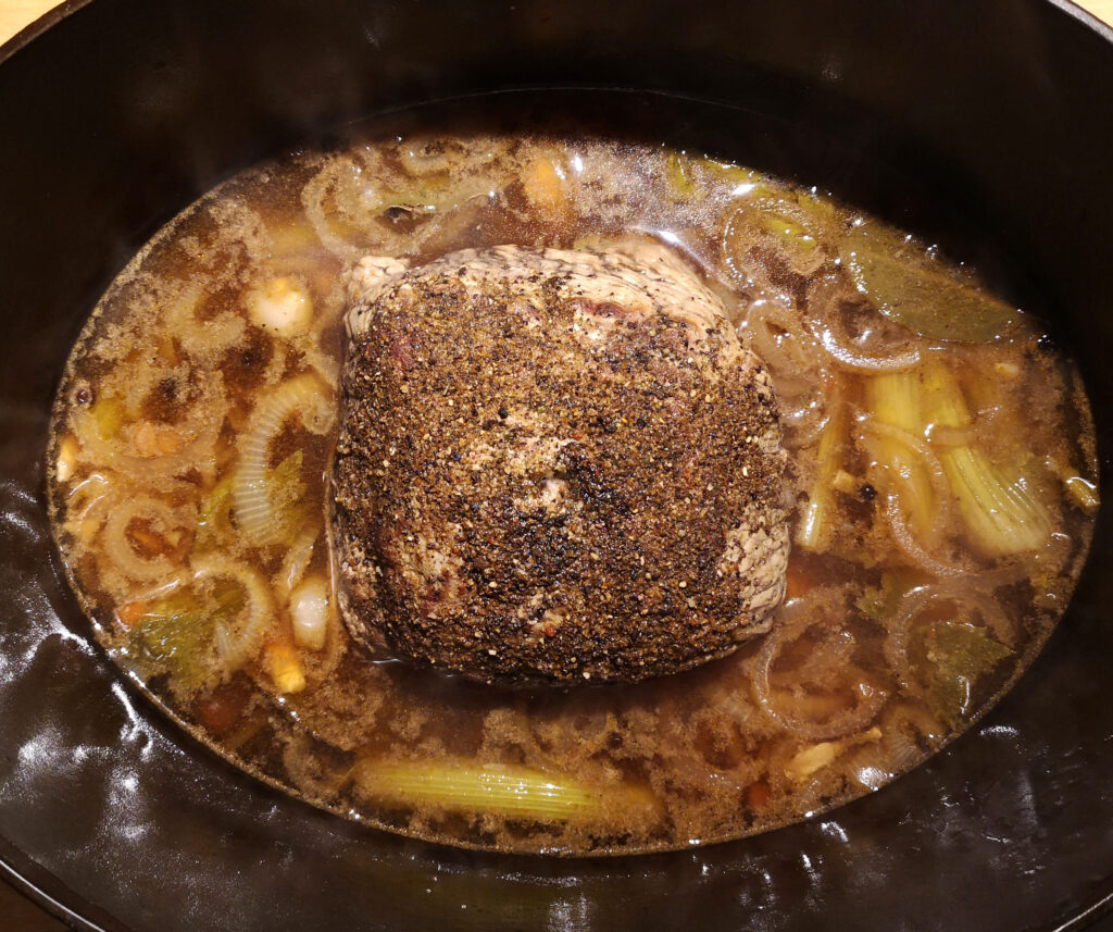 Der Kalbsbraten nach drei Szunden im Ofen