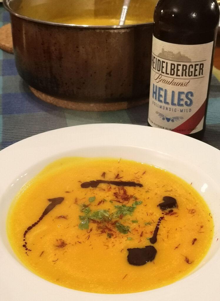 Kürbissuppe mit Heidelberger Helles und Safranfäden
