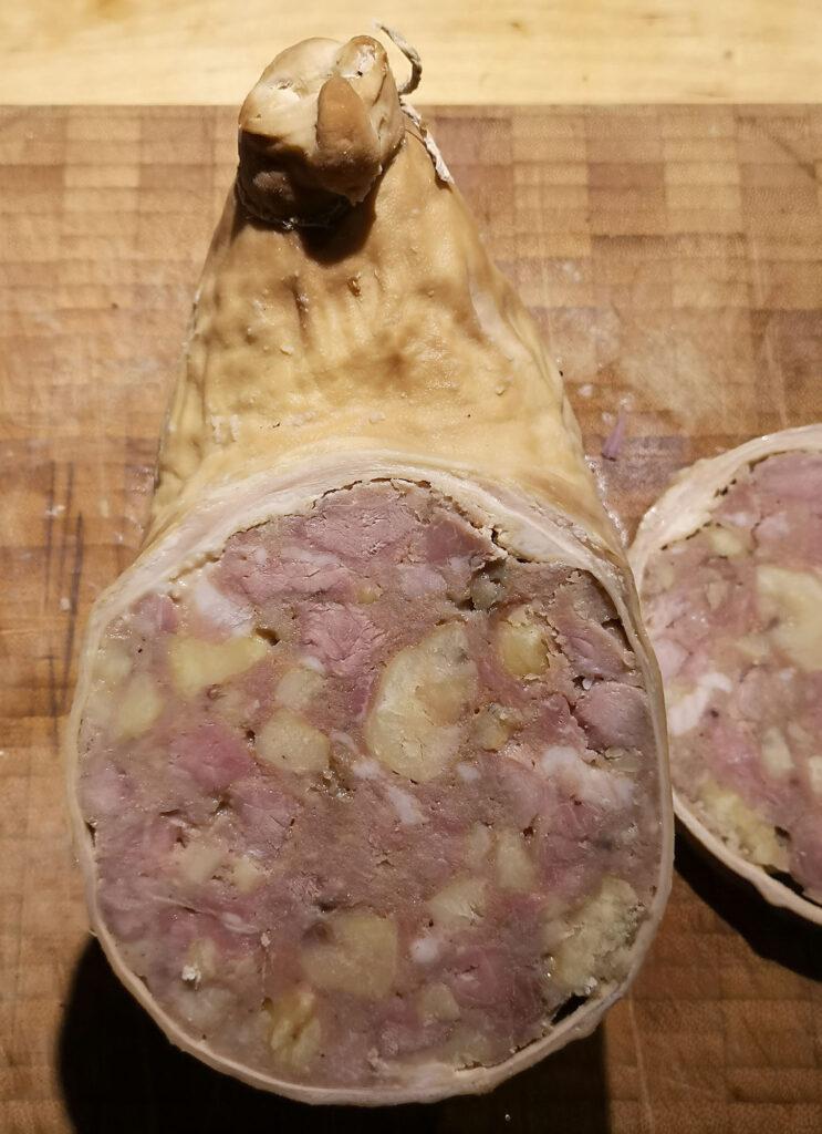 Saumagen mit Kastanien bzw. Maronen gegart und aufgeschnitten