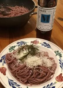 Spaghetti ubriachi mit geriebenem Käse